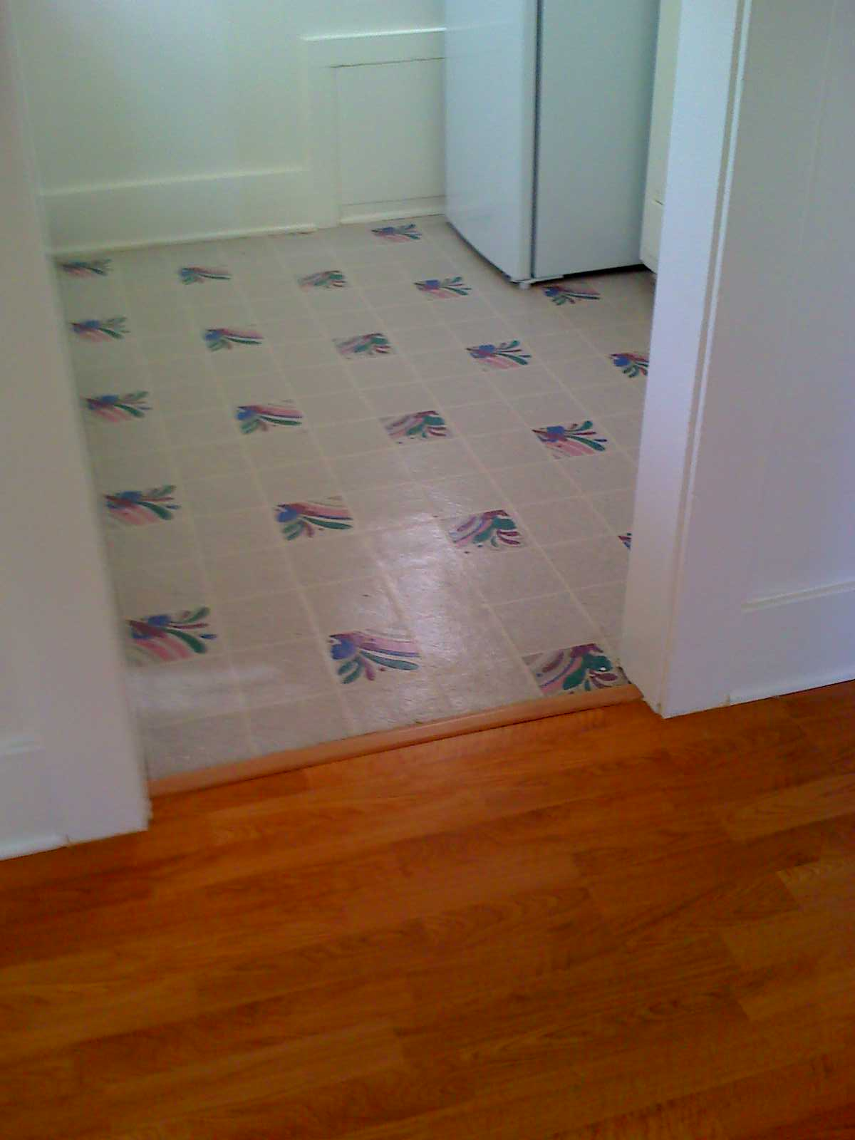 Linoleum services b t carpet and linoleum for Lino laminate flooring